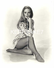 ACTRESS  VERONICA CARLSON SEXY LEGGY 8  X 10 NYLONS FEET TOES PHOTO A-VC4