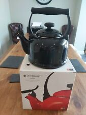 Le Creuset whistling stove top kettle - black - new - 2.1L