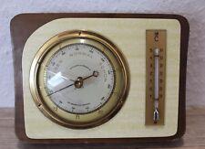 Vintage estación meteorológica. viejo barómetro con termómetro de gischard