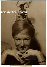 """Anny Nelsen, Coiffure """"Pomme de Pin"""", Original-Photo von 1959"""