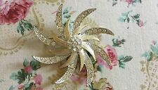 VTG SARAH COVENTRY GOLD TONE RHINESTONE FLORAL BROOCH