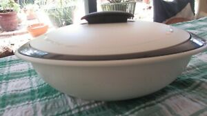 TUPPERWARE INSULATED SERVER LARGE MICROWAVE 2.1 Litre OVAL 5006A