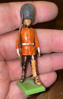 VINTAGE BRITAINS METAL SOLDIER BEEFEATER OLD AS PICTURES