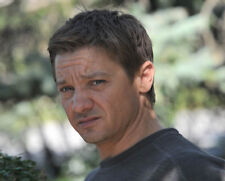 Jeremy Renner UNSIGNED photo - G1078 - American actor and singer