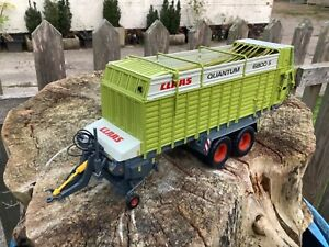 1/32 scale Universal Hobbies Claas Quantum 6800s forage wagon tractor tracteur