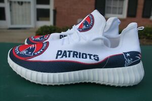 Men NWB New England Patriots NFL Running Sneakers Shoes, White/Red/blue, Size 41