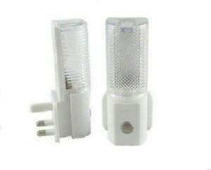 Automatic On Off LED Plug In Night Light Dusk To Dawn Energy Saving Safety auto