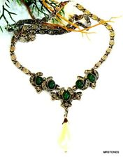 VINTAGE HOLLYCRAFT NECKLACE GOLD TONE SNAIL CHAIN FAUX PEARL RHINESTONES GREEN
