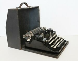 Vintage 1928 Underwood 4 Bank Portable Typewriter & Case - Outstanding condition