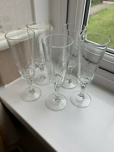 LUMINARC FRANCE CHAMPAGNE FLUTES WITH FACETED STEMS x 5