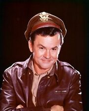 BOB CRANE AS COL. ROBERT E. HOGAN FROM HOGAN 8x10 Photo stellar image 261505