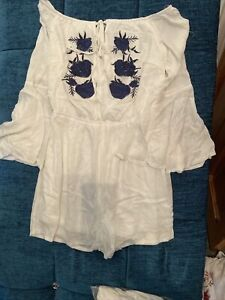 White Crinkle Ladies Play Suit Size 8. Ladies Party Clothes Chrismas Clothes (4)