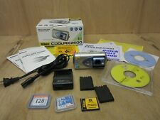Nikon COOLPIX 2500 2.0MP Digital Camera with Original Box **READ INFO**