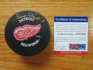"""""""Mr Hockey"""" GORDIE HOWE #9 signed DETROIT RED WINGS Puck PSA F41029 Stanley Cup"""