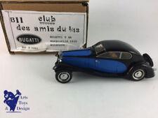 Véhicules miniatures bleus en résine pour Bugatti