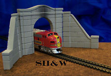 Arched Concrete Tunnel Portal and Wall Set- HO