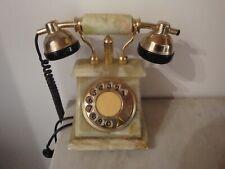 Téléphone ancien en ONYX avec dorures plaquées OR 24 carats. Bon état.