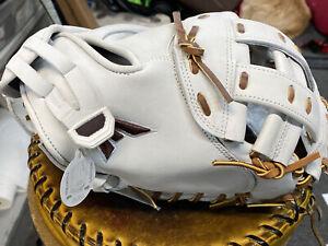 "Easton Professional Collection Fastpitch Softball Catcher's Mitt RHT 34"""