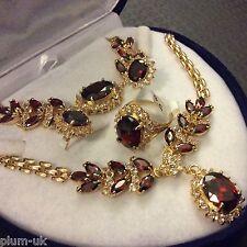 Conjunto Rojo granates + Diamante Anillo Collar Pulsera de oro que empareja F pendiente Ciruela UK