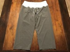 Lululemon Athletica Windbreaker Capri Pants Size 6 Grey/White