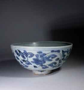 Large Antique Chinese Ming Dynasty Blue & White Porcelain Bowl Scrolling Flowers