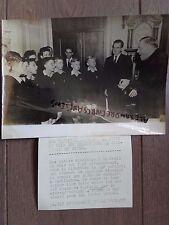 PHOTO DE PRESSE 1955 WASHINGTON LES PETITS CHANTEURS A LA CROIX DE BOIS ET NIXON