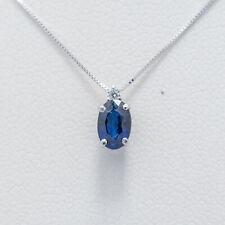 collana con pendente in oro bianco 750% con zaffiro ovale e diamanti naturali