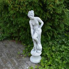 Steinfigur Statue Venus im Bade auf Podest aus Steinguss frostfest Dekoelement