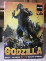 """2001 POLAR LIGHTS 16"""" GODZILLA """"KING OF THE MONSTERS"""" DIORAMA WITH TRAIN CARS"""