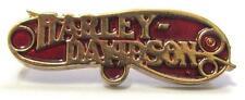 11723 HARLEY DAVIDSON PIN BADGE RED & GOLD WORD LOGO MOTORCYCLE MOTOR BIKE