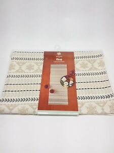 """Warm and Cozy Table Runner 13""""x 36"""" St. Nicholas Square NEW cotton"""