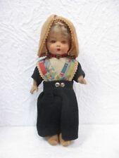 Ancienne petite poupée en carton bouilli