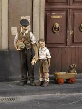 Civilian man with children (WWII) 1/35 scale resin model kit