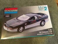 MONOGRAM 2964 '93 CAMARO Z28 INDIANAPOLIS 500 PACE CAR 1:25 SCALE MODEL KIT FS