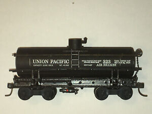 Roundhouse/ MDC HO Old Time Tank Car, UNION PACIFIC ref155