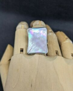 Iridescent Pink Mother of Pearl Rhodium Plated Sterling Silver Ring sz7 box .Mt2