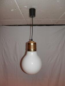 Lampe 70er Jahre Jugendzimmer Glühbirnen-Form mit Glas-Kolben