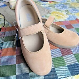Drew Shoe Women's Bloom Mary Jane Flat Oxfords Beige  Size US 9.5 W W
