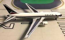 Delta Boeing 767-232 N109DL Widget 1/400 scale diecast White Box
