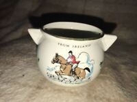 VINTAGE CORK IRISH POTTERY SOUVENIR MINI CAULDRON WITH HORSE AND RIDER PICTURE