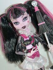Monstruo ALTO MUÑECA-primera ola Original Draculaura con mascota & paraguas