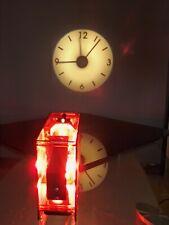 Projecteur horloge murale à poser en plexiglass rouge design 90's 00's rare