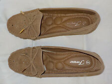 Forever Lady Shoes Size 8 M NWOT Tan Slip On Perforated Bow Front Non Skid Vegan