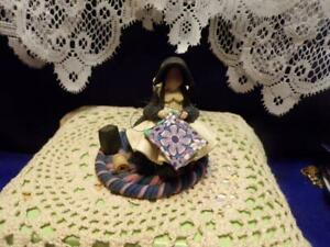 Blossom Bucket- AMISH LADY SEWING A QUILT  figurine