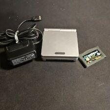 Nintendo Game Boy Advance SP Silber Handheld-Spielkonsole mit einem Spiel