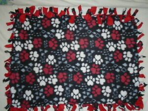DOG / PUPPY CRATE HAND TIED DOUBLE SIDED FLEECE RAG BLANKET WITH TOY~NEW