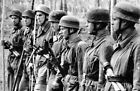 WW2 Picture Photo Italy German Luftwaffe paratrooper assault team w MP40 2470