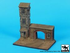 Black Dog 1/72 House Section with Arched Gate Diorama Base (150mm x 90mm) D72046