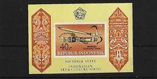 Indonésie 1976 poignards & gaines mini feuille, mbs 1456, neuf sans charnière, cat £ 26