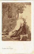 Photo cdv : Disdéri ; Bernadette Soubirous devant la Vierge , d'après un tableau